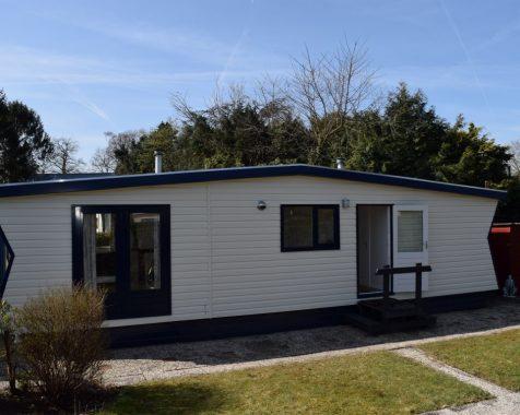 Prachtig chalet 1 slaapkamer op mooie zonnige plaats kunststof buitenzijde op chaletpark the hap in voorthuizen (1)